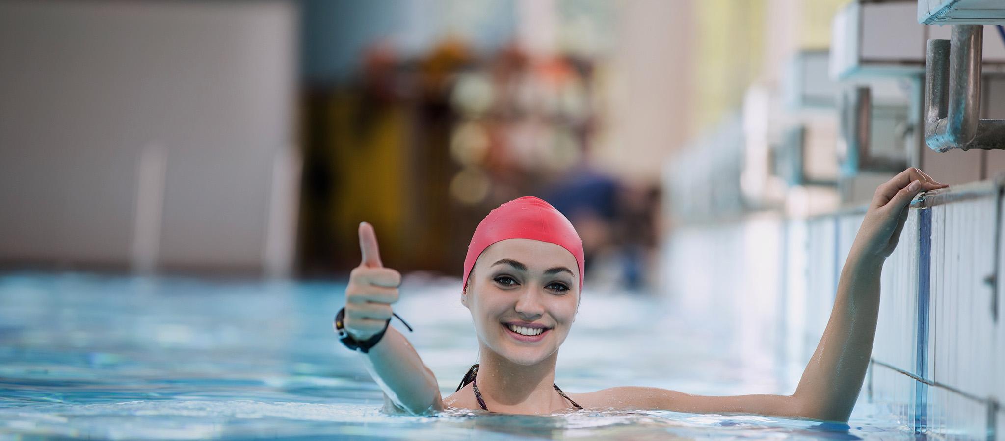 Lindenbad Dame im Schwimmbecken